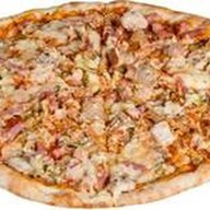 Пицца с ветчиной и курицей Фото