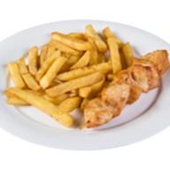 Куриное филе на шпажке с картофелем фри Фото
