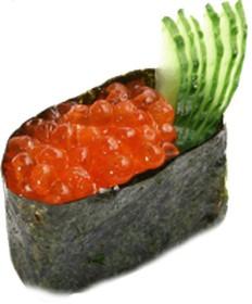 Гункан с икрой лосося - Фото