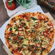 Пицца с овощами-гриль Фото