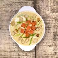Крем-суп с копченым лососем Фото