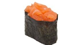 Гункан с острым лососем - Фото