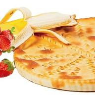 Осетинский с бананом и клубникой Фото