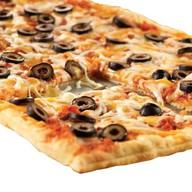 Пицца с мясным фаршем на слоёном тесте Фото