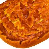 Пирог с куриным филе,сыром,шампиньонами Фото