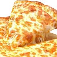 Пицца с копченостями, маслинами Фото
