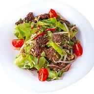 Легкий тайский салат с говядиной Фото
