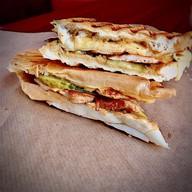 Сэндвич кубинский с курицей Фото
