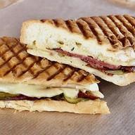Сэндвич кубинский с салями Фото