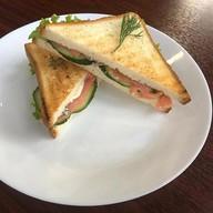 Сэндвич-клаб с семгой Фото