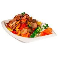 Нарезка из говядины с овощами под соусом Фото