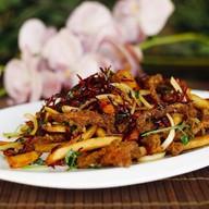 Говядина веревочкой с картофелем, перцем Фото