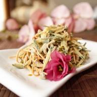 Салат из языка с огурцом под соусом Фото