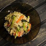 Wok с хрустящими овощами с соусом унаги Фото