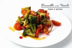 Салат с брокколи и томатами черри - Фото