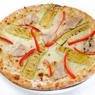 Пицца с индейкой и цукини Фото