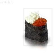 Гункан с икрой и сливочным сыром Фото