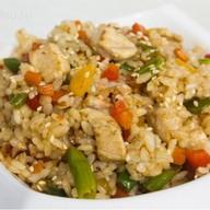 Рис с курицей под сладким соусом чили Фото