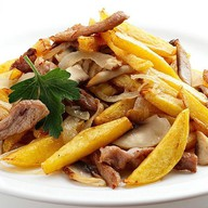Картофель с мясом и грибами Фото