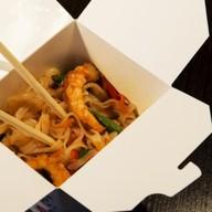Фо-Хо с овощами и креветками под соусом Фото