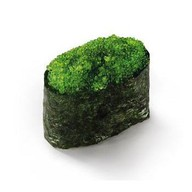 Суши с тобико зеленой Фото