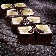 Шоколадный блинчик с фруктами Фото