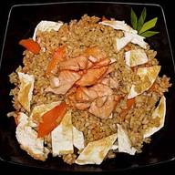 Рис жареный с лососем Фото