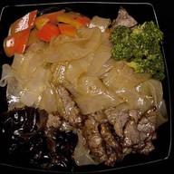 Говядина в устрич. соусе с лапшой Фото