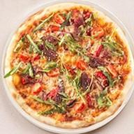 Пицца с вяленой говядиной Фото