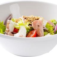 Салат с утиной грудкой, фета и миндалем Фото