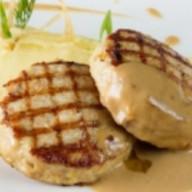 Котлеты из курицы с моцареллой и соусом Фото