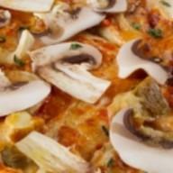 Пицца с грибами и трюфельным маслом Фото