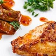 Цыпленок в аджике с баклажаном Фото