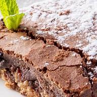 Теплый шоколадный пирог с курагой Фото