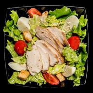 Цезарь салат с цыпленком Фото