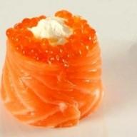Суши с икрой лосося Фото