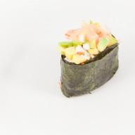 Спайс суши креветка с авокадо Фото