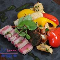 Гриль-салат с морепродуктами Фото