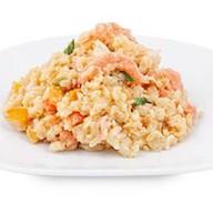 Рис с копченым лососем Фото