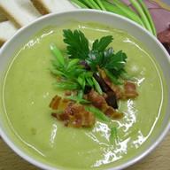Крем-суп гороховый с копченостями Фото