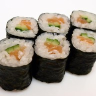 Роллы с лососем и авокадо Фото