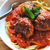 Говядина со спагетти в томатном соусе Фото