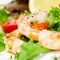 Теплый салат с морепродуктами Фото