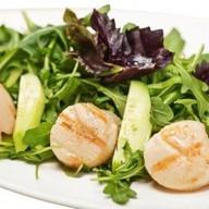 Салат с гребешками-гриль Фото