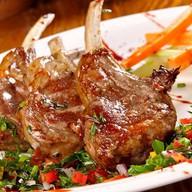Ребрышки ягненка BBQ и овощи грил Фото