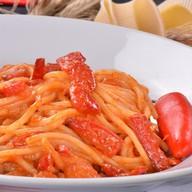 Спагетти с помидорами Фото