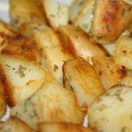 Картофель с розмарином Фото