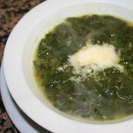 Суп со свежим шпинатом и сыром Фото