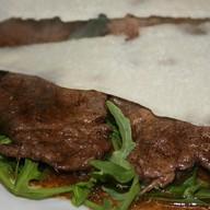 Кусочки филе говядины в соусе Фото