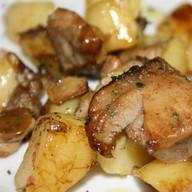 Жареный картофель с овощами Фото